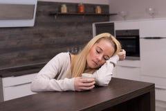 Femme somnolente image libre de droits