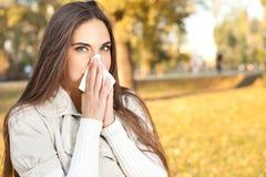 Femme soufflant son nez Photographie stock
