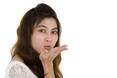 Femme soufflant un baiser Image stock