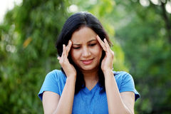 Femme souffrant avec le mal de tête Image stock