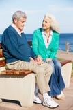 Femme aîné soulageant le mari déprimé Photo stock