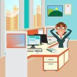 Femme soumise à une contrainte d'affaires avec des documents dans le lieu de travail de bureau Images libres de droits