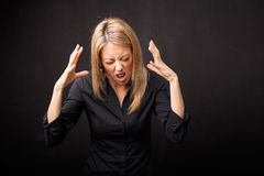 Femme soumise à une contrainte et déprimée photos stock