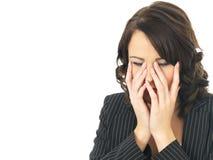 Femme soumise à une contrainte par renversement fatigué d'affaires Photo libre de droits