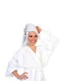 Femme souriant après la détente du bain Photographie stock