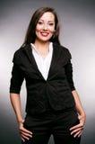 Femme souriant dans la chemise et la jupe photos stock