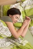 Femme souriant dans le sommeil Photo stock