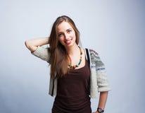 Femme souriant et posant Images stock