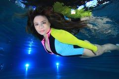 Femme sous-marin Image stock