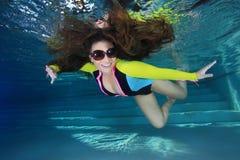 Femme sous-marin Photos libres de droits