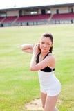 Femme sportif attirant retenant un poids Photo libre de droits