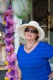 Femme supérieure élégante dans des lunettes de soleil Photos libres de droits