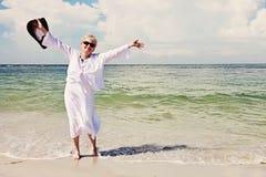 Femme supérieure active heureuse Images libres de droits