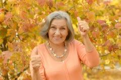 Femme supérieure avec des pouces Photos libres de droits