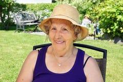 Femme supérieure avec le chapeau Photos stock