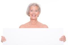Femme supérieure avec le signe Photo stock