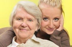 Femme supérieure avec sa petite-fille Images stock