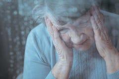 Femme supérieure ayant le mal de tête Images libres de droits