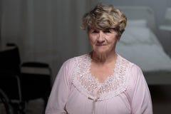 Femme supérieure dans la maison de repos Photo libre de droits