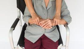 femme supérieure et jeunes tenant les mains, la mère et le fils Images stock