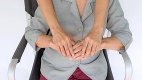 femme supérieure et jeunes tenant les mains, la mère et le fils Photo stock