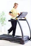 Femme supérieure faisant l'exercice. photo stock