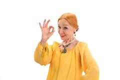 Femme supérieure montrant le geste correct Images stock