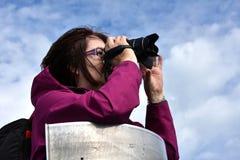 Femme supérieure prenant des photos Photos libres de droits