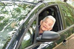 Femme supérieure sur sa voiture Images libres de droits
