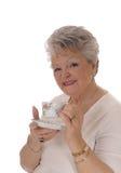 Femme supérieure tenant la tasse de café Photos stock