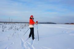 Femme sur des skis Photo libre de droits