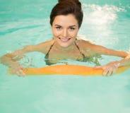 Femme sur l'aérobic d'eau Photo stock