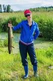 Femme sur la pêche d'été Image stock