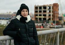 Femme sur la passerelle Photo libre de droits