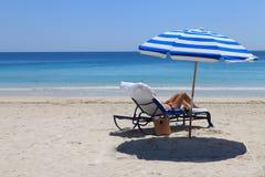 Femme sur la plage image libre de droits