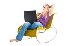 Femme sur la présidence avec l'ordinateur portatif photo libre de droits