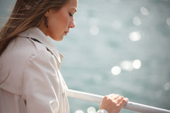 Femme sur la rivière Image stock