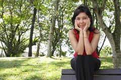 Femme sur le banc Photos stock