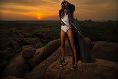 Femme sur le coucher du soleil Images libres de droits