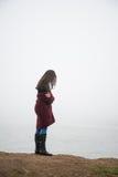Femme sur le lac photo libre de droits