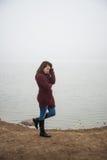 Femme sur le lac photographie stock