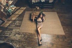 Femme sur le plancher Image stock