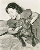 Femme sur le plancher avec son poseur irlandais Images libres de droits