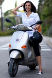 Femme sur le scooter Photo stock