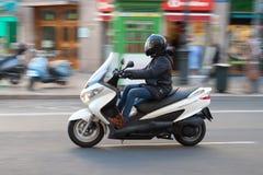 Femme sur le scooter Image libre de droits