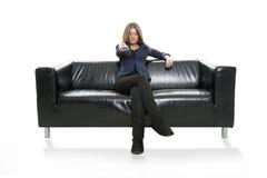 Femme sur le sofa Images stock