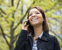 Femme sur le téléphone portable images libres de droits