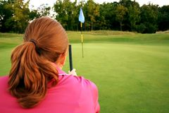 Femme sur le terrain de golf Photo libre de droits