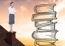 Femme sur le toit regardant des dessins de livre Image libre de droits