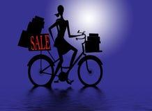 Femme sur le vélo après l'achat   Photos libres de droits